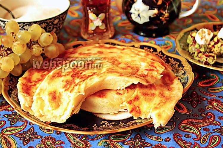 Фото Хлебная лепёшка с сыром на сковороде