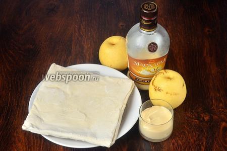 Для приготовления пирога с китайской грушей нам понадобится тесто слоёное бездрожжевое, ликёр, сгущённое молоко и китайские груши.