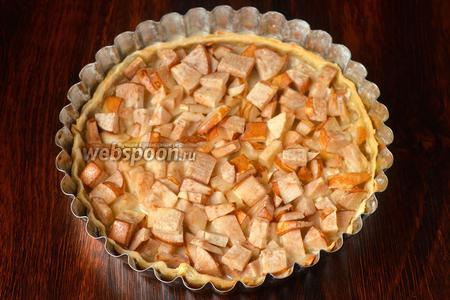 Запекаем пирог с китайскими грушами в духовом шкафу при 210°С 25-30 минут в среднем. Время приготовления будет зависеть напрямую от особенностей вашей духовки.
