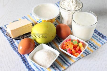 Для приготовления нам понадобятся: кефир, яйца куриные, сахар, сливочное масло, мука пшеничная, разрыхлитель, цукаты, яблоко и сметана.