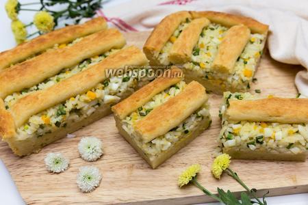 Пирог с луком, рисом и яйцом на творожном тесте