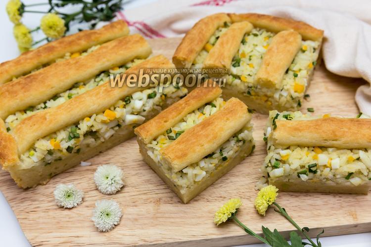 Фото Пирог с луком, рисом и яйцом на творожном тесте