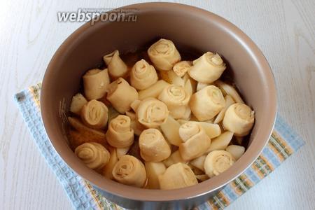 Установите на картофель штрудели.