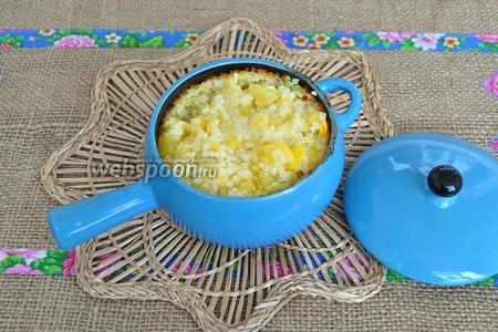 В готовую кашу добавьте ещё кусочек масла и подавайте немедленно. Кашу можно подать с вареньем или даже сгущённым молоком. Я подаю с мёдом.