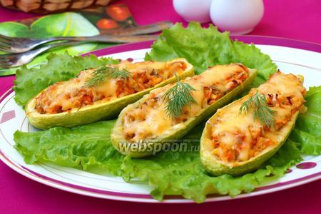 Кабачки фаршированные курицей с овощами