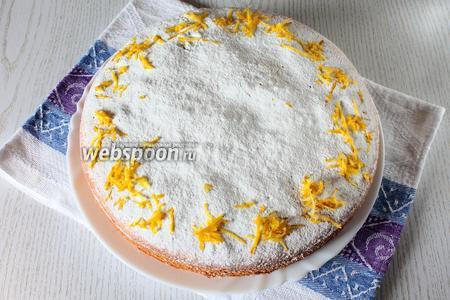 Остывший пирог посыпать сахарной пудрой и цедрой лимона. Наш лимонно-морковный пирог готов. Приятного чаепития!