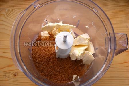 115 г сливочного масла тщательно взбиваем с сахаром.