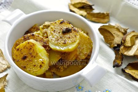 Картофель запечёный в сметанно-грибном соусе