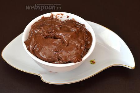 Мягкий шоколадный плавленный сыр готов.