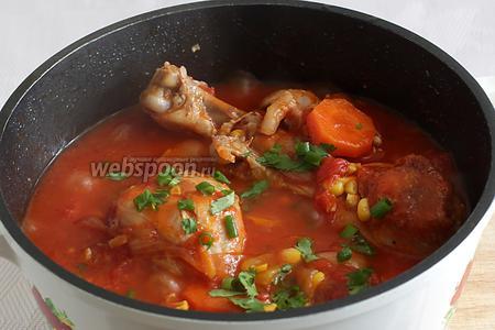 Посыпать рубленной зеленью и можно подавать. Считаю лучшим гарниром к такому блюду — отварной рис. Рис можно просто полить получившейся подливой, даже без мяса получается вкусно.