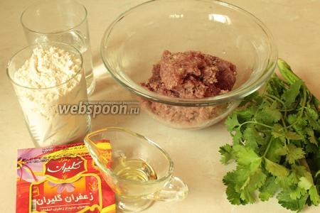 Для приготовления дюшбара нужно взять фарш говяжий средней жирности, кинзу, шафран, для теста муку, воду и масло.