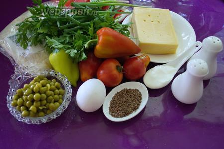 Для приготовления блюда нам нужен лаваш тонкий, сметана, сыр твёрдый, болгарский перец, помидоры, яйцо, соль и перец, зелень в изобилии (на ваш выбор) и консервированный горошек. Для посыпки используем льняное семя. Яйцо используем для смазки поверхности пирога. Удобно работать на силиконовом коврике или застелить стол пищевой плёнкой, чтоб потом было легко свернуть лаваш в рулет.