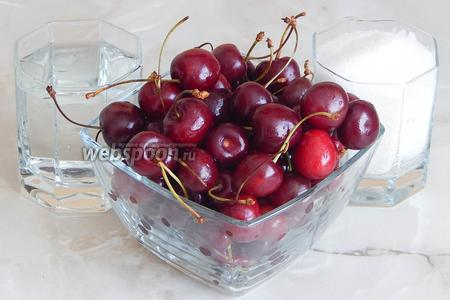 Для приготовления домашних цукатов из черешни кроме свежих ягод нам потребуется ещё два ингредиента: вода и сахарный песок.