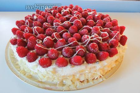 Так же я украсила белым шоколадом и сахарными жемчужинками. Торт Для доченьки сервируем и наслаждаемся или празднуем. Приятного аппетита!