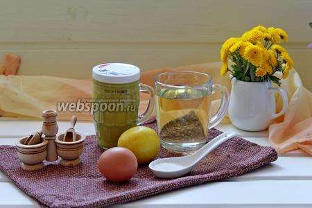 Для приготовления нам понадобится масло растительное без запаха, горчица, соль, сахар, лимон и яйцо. Насчёт яйца, кто боится есть сырые яйца, то можно воспользоваться вот таким способом: яйцо перед употреблением тщательно помыть с хозяйственным мылом и выдержать в растворе пищевой соды (1 полная чайная ложка на стакан воды) минут 20-30. Я не проводила эту процедуру с яйцом, просто покупаю хорошие проверенные яйца.
