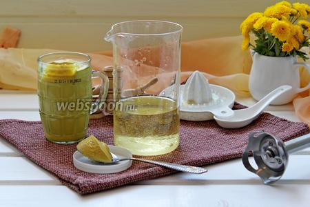 Берём высокую ёмкость и помещаем в неё продукты в следующем порядке: масло растительное, соль, сахар, лимонный сок, горчица.