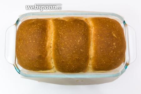 Хлеб готов. Остужаем на решётке, уложив его на бок. Приятного аппетита!