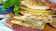 Фото рецепта Турецкие лепёшки с мясом и картошкой