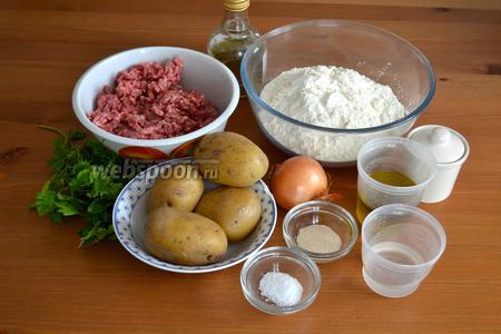 Для приготовления турецких лепёшек понадобятся; для теста — мука, дрожжи, вода (тёплая), соль и оливковое масло (используем стакан 250 мл) Для начинки — фарш (у меня смешанный, говядина-свинина), луковица, картофель, пучок свежей петрушки, соль, специи по вкусу и растительное масло для обжаривания фарша. Картофель желатально заранее отварить, чтобы он успел остыть.