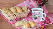 Фото рецепта Слойки с творогом и персиками