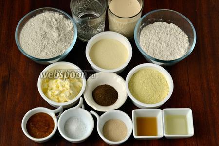 Для приготовления хлеба нам понадобится ржаная и пшеничная мука, кефир, вода, манная крупа, картофельные хлопья для быстрого приготовления пюре, творог, мёд, масло подсолнечное, лимонный сок или яблочный уксус, солод, дрожжи, семечки подсолнечника и льна. Ложки указаны мерные от хлебопечки.