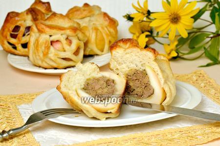 Яблоки с печенью в сетке из слоёного теста