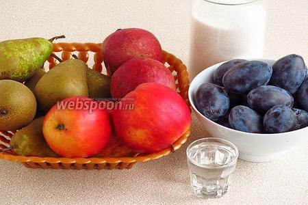 Для приготовления повидла нужно взять яблоки, груши, сливы, сахар и яблочный уксус (можно столовый). В ингредиентах дан вес полностью очищенных плодов.