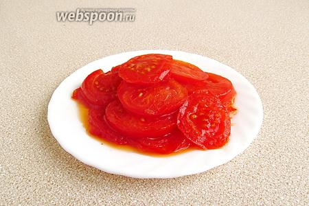 Обжарить помидоры с 2 сторон до мягкости.
