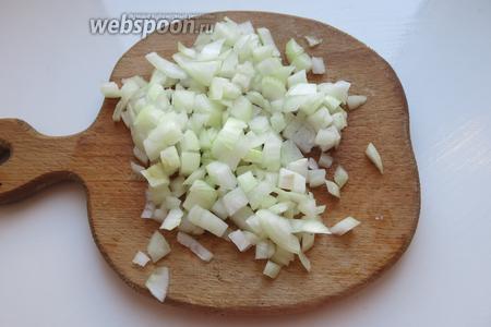 Порезать лук — 2 средние луковицы, 3 луковицу пока не используем.