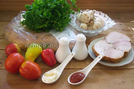 Для приготовления блюда нам нужен матнакаш, грибы шампиньоны (свежие или замороженные), буженина, сметана, томатный соус остренький, но без уксуса в своём составе, помидоры, болгарский перец, петрушка, сыр твёрдый. Сыра можно взять несколько сортов. Немного растительного масла для обжарки грибов. Отдельно остановлюсь на лаваше. Нужен очень свежий лаваш. До того, как начинять лаваш, пакета его лучше не доставать. Полежавший лаваш (матнакаш) обветривается, черствеет и совершенно меняет вкус блюда. Я всегда беру лаваш очень мягкий.