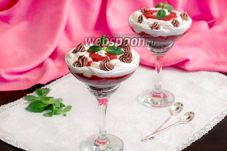 Фото Клубничный десерт с рикоттой и сливками