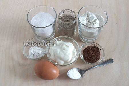 Пока печётся маковый корж, приготовим ингредиенты для шоколадного. Тут всё почти то же самое: сахар, ванильный сахар, мука, крахмал, сметана (15%), какао, яйцо и сода.