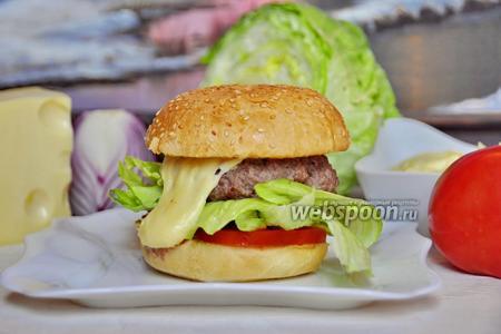 Бургер с сырным соусом