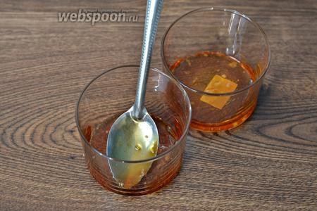 Готовую карамель распределяем по стаканам и отставляем на время в сторону.