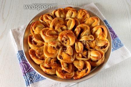 Наш мясной пирог «Хризантема» готов. Приятного аппетита!