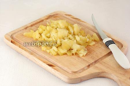 Картофель отварить, очистить и так же очень мелко нарезать.