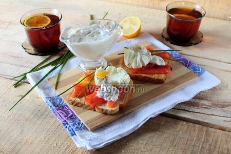 Тосты с лососем и яйцом-пашот