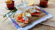 Фото рецепта Тосты с лососем и яйцом-пашот