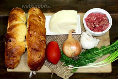 Для приготовления нам понадобятся следующие продукты: багеты, свиной фарщ, соль, перец чёрный молотый, чеснок, лук репчатый, лук зелёный, масло оливковое, подсолнечное, помидоры, капуста савойская, укроп свежий, сыр моцарелла.