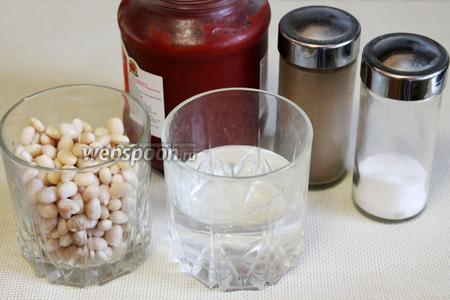 Для приготовления заготовки взять упаковку фасоли, натуральную томатную пасту (без крахмала), соль, сахар (по желанию), перец, воду.