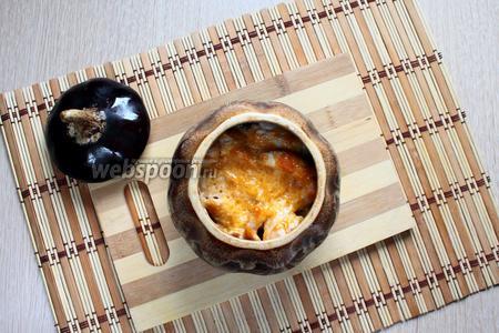 Горшочки закрыть крышками и поставить в разогретую духовку. Запекать при температуре 200°С 40-50 минут. Наше жаркое из курицы с черносливом готово. Приятного аппетита!