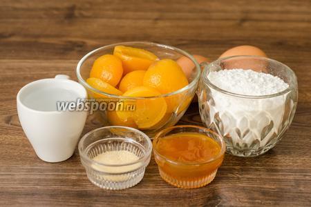 Тесто отставляем в сторону остывать, а тем временем приступаем к приготовлению суфле. Для него нам понадобятся абрикосовый джем, яйца, сахарная пудра, желатин, вода и консервированные абрикосы для начинки корзиночек.