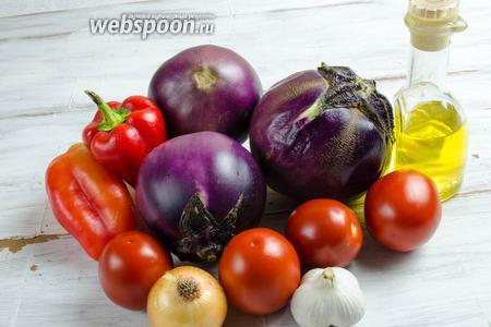 Чтобы приготовить икру, нужно взять баклажаны (я брала сорт гелиос), перцы сладкие, помидоры, лук, чеснок, масло подсолнечное, лимонный сок, соль.