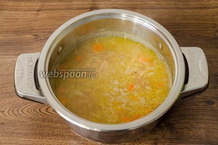 И варим на среднем огне 15-20 минут до полной готовности чечевицы. В конце суп солим по вкусу.