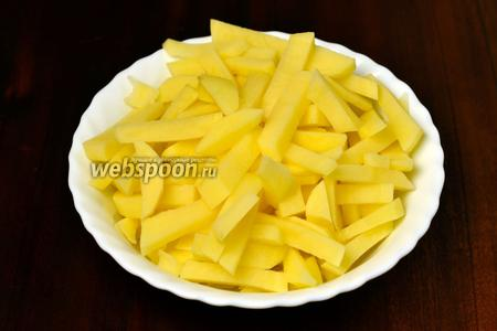 Картофель я обычно режу брусочками.