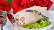 Фото рецепта Кальмар фаршированный яйцами, красной икрой и сыром