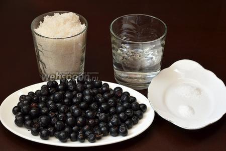 Для приготовления цукатов из аронии нам понадобится черноплодная рябина, сахар, вода, лимонная кислота, ванильный сахар.