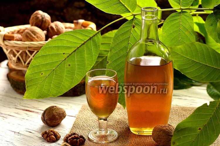 Фото Ореховая настойка с мёдом