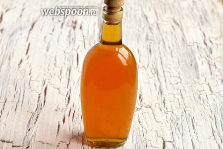 Разлить по бутылкам и плотно укупорить. Ореховая настойка с мёдом готова.