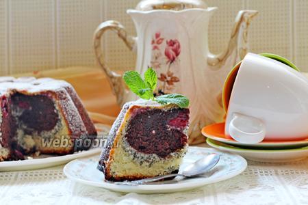 Творожный кекс с маком и вишней